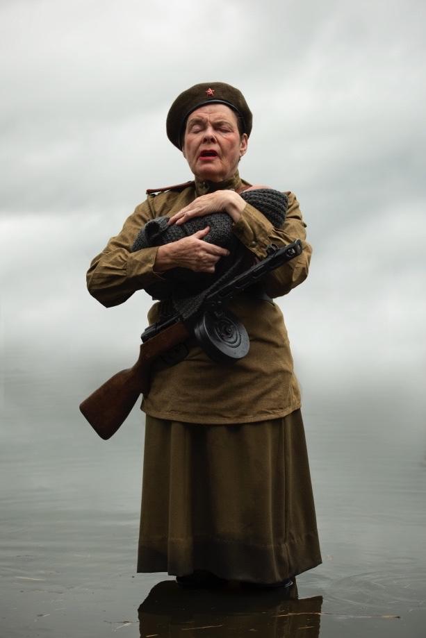 Voorstelling Oorlogsvrouwen Karina Holla Roman Brasser
